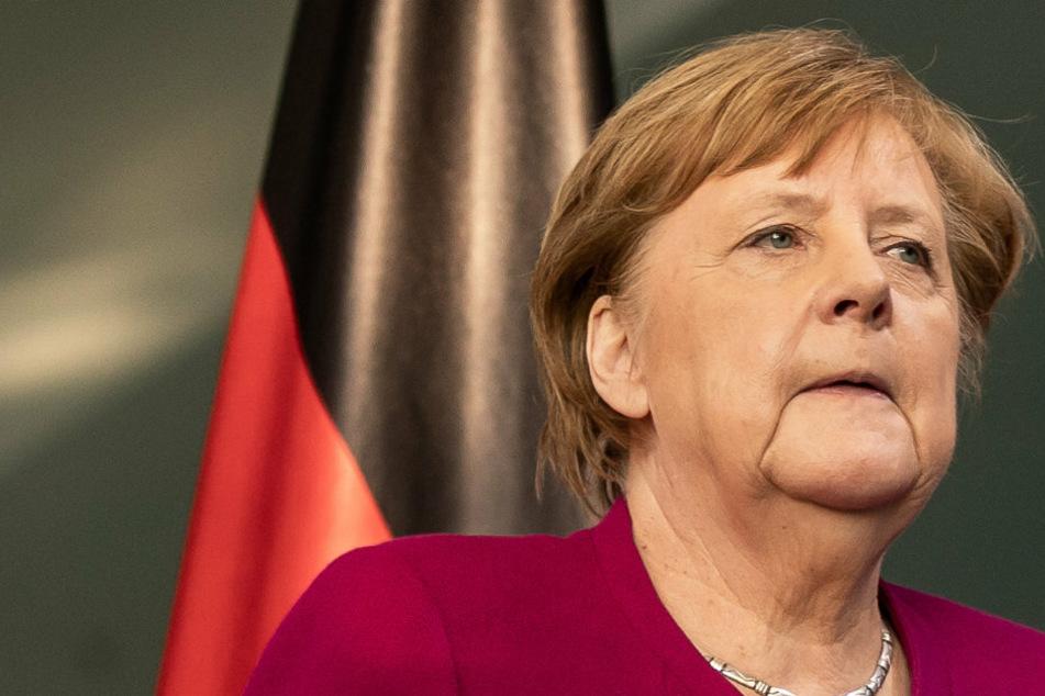 Bundeskanzlerin Angela Merkel (CDU) nimmt an einer Pressekonferenz teil.