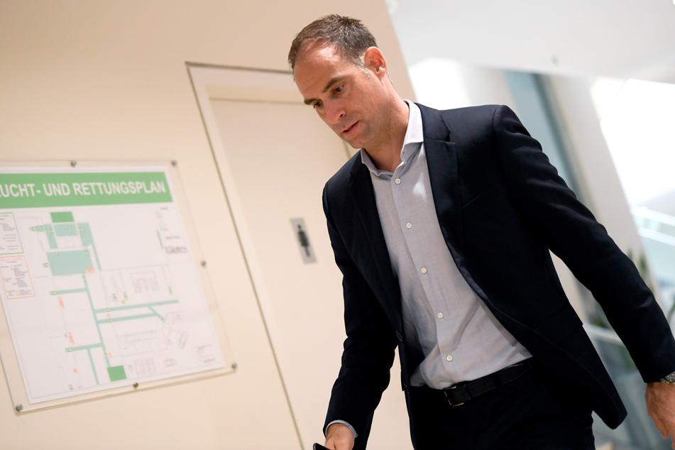 """Oliver Mintzlaff (44) hofft, dass die Vereine die Saison """"einigermaßen vernünftig"""" beenden können."""