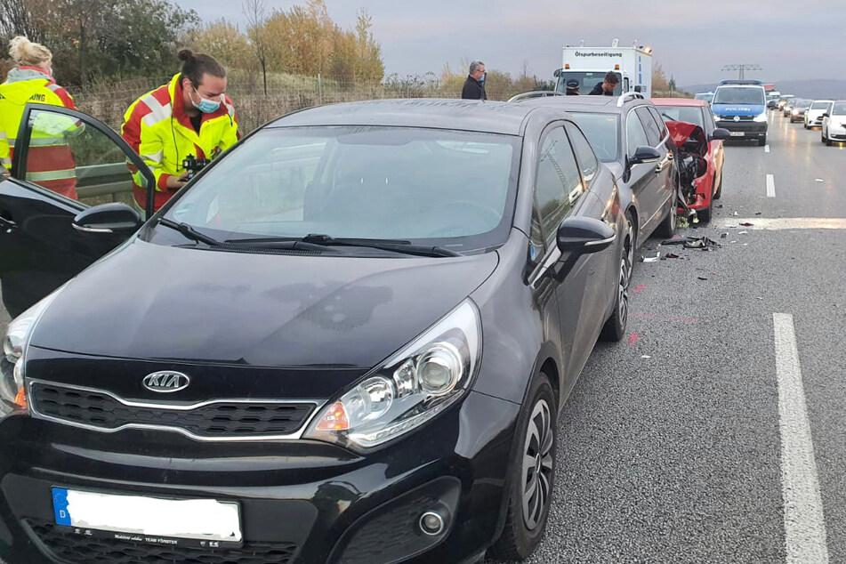 Drei Autos krachen ineinander: Verletzte nach Auffahrunfall nahe A17