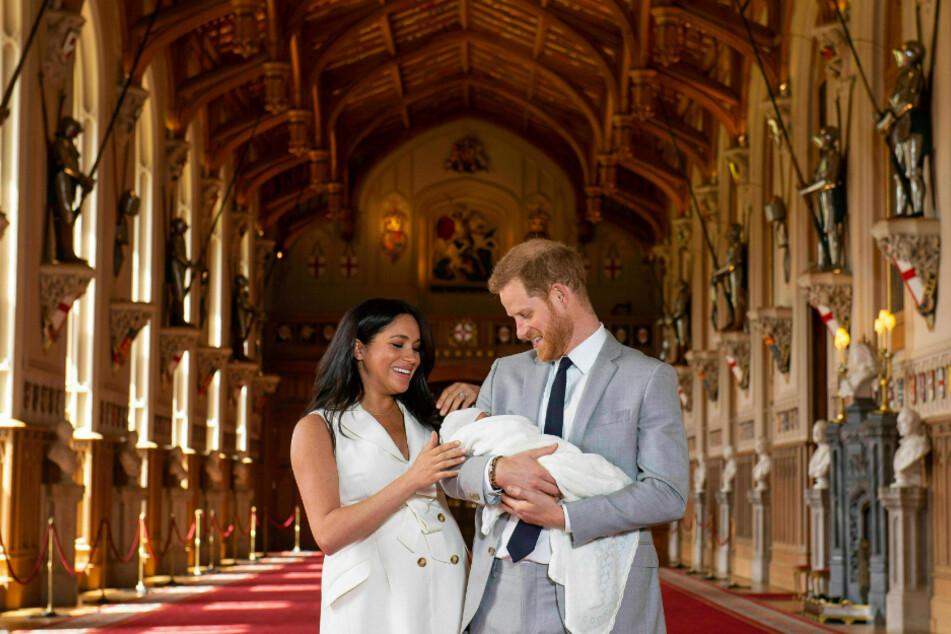 Mai 2019: Prinz Harry und Herzogin Meghan stellen ihren neugeborenen Sohn Archie der Presse in London vor.
