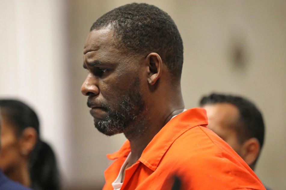 R. Kelly (53), Musiker aus den USA, bei einer Anhörung 2019 im Leighton Criminal Court House in Chicago.