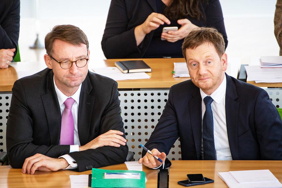 Ministerpräsident Michael Kretschmer (r, CDU) und Roland Wöller (CDU), Innenminister, im sächsischen Landtag. (Archivbild)