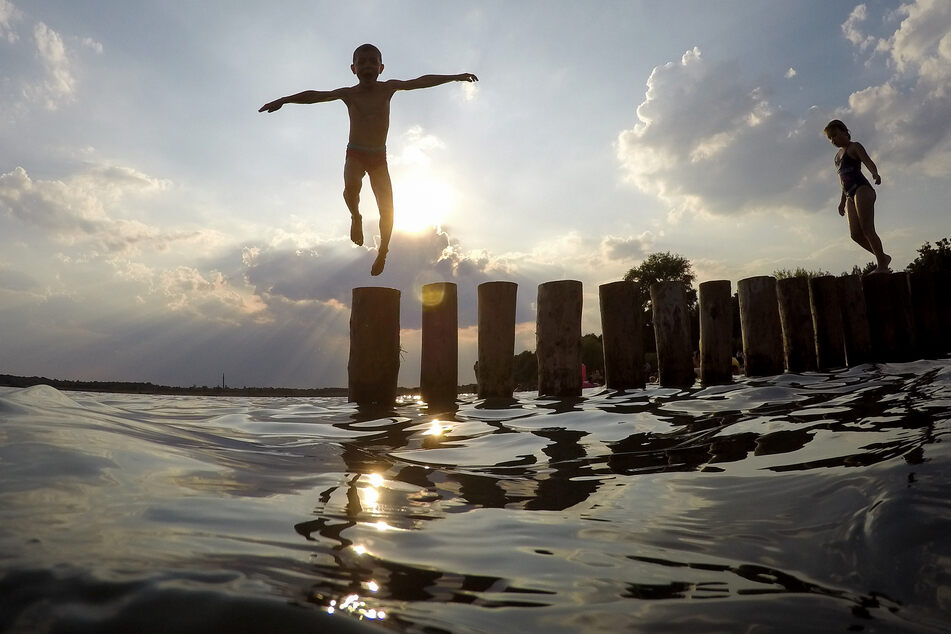 Unter anderem der Markkleeberger See bei Leipzig bietet hervorragende Wasserbedingungen. (Archivbild)