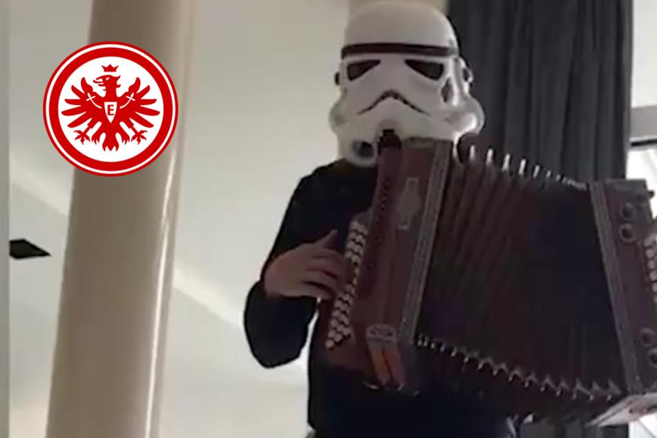 Während Corona-Quarantäne: Welcher Bundesliga-Star wird hier zum Storm-Trooper?