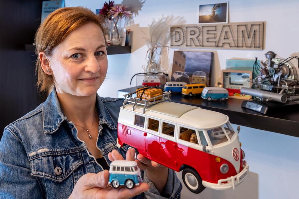 """Die Physiotherapeutin ist seit ihrer Kindheit """"Bulli""""-Fan, sammelt auch Modellautos."""