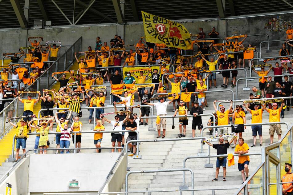 7102 Zuschauer waren zum Auftakt im Harbig-Stadion dabei - natürlich mit viel Abstand.