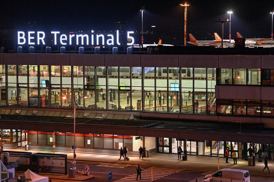 Das Terminal 5 des gerade erst eröffneten Hauptstadtflughafen BER soll nun wieder geschlossen werden.