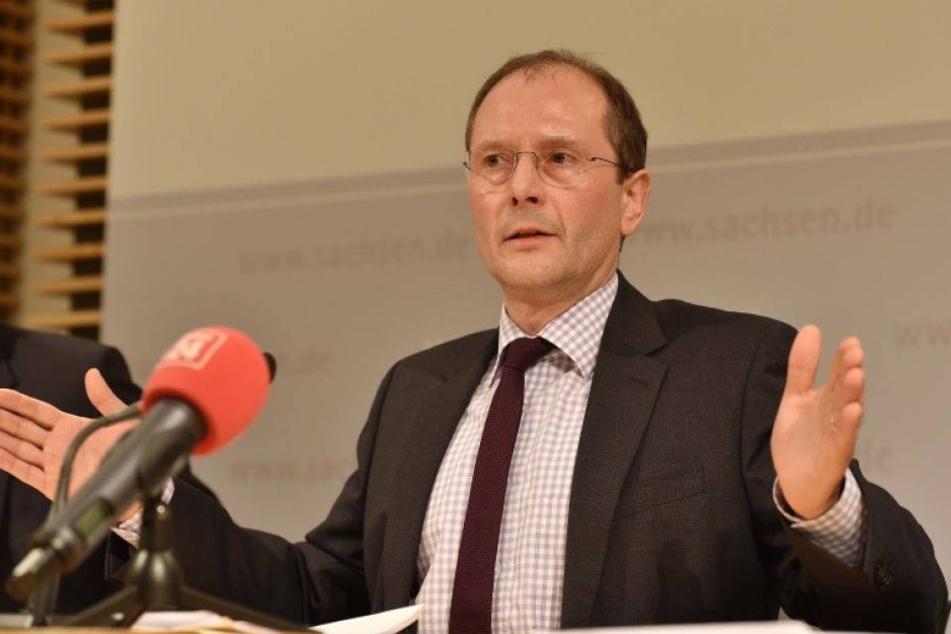 Minister Ulbig über die Flüchtlingsströme 2016