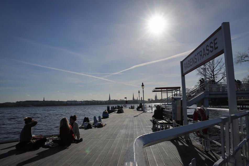 Nach viel Sonnenschein in den letzten Tagen erwartet die Menschen in Hamburg und Schleswig-Holstein nun eine Abkühlung und mehr Wolken. (Symbolfoto)