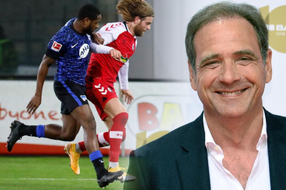 Herthas Deyovaisio Zeefuik (l.) holt Freiburgs Lucas Hörer von den Beinen. Hertha-Boss Carsten Schmidt (57) fordert endlich Punkte.