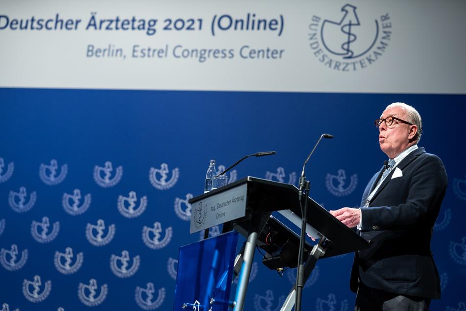 Klaus Reinhardt (60), Präsident der Bundesärztekammer, spricht bei der Eröffnungsveranstaltung des 124. Deutschen Ärztetages am Dienstag in Berlin.