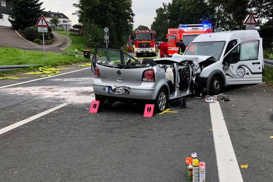 Der VW-Fahrer ist bei dem Unfall schwer verletzt worden. Der Sprinter-Fahrer erlitt leichte Verletzungen.
