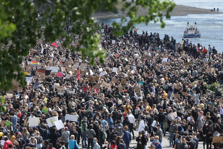 Auch in Köln-Deutz folgten Tausende dem Demo-Aufruf gegen Rassismus.