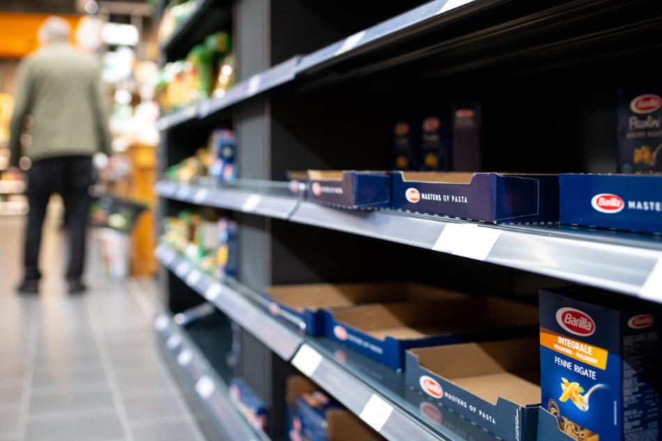 Die Nudelregale im Supermarkt sind meist leer. (Symbolbild)