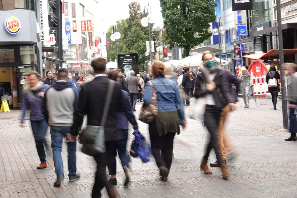 Fußgänger in der Kölner Schildergasse.