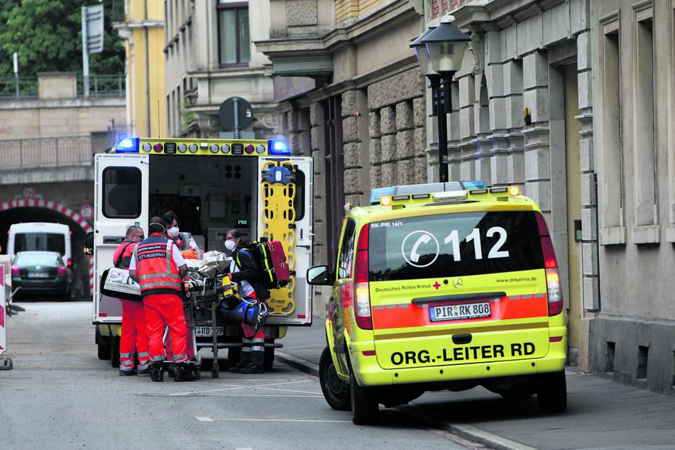 Mit schwersten Verletzungen brachte der Rettungsdienst die Seniorin (85) ins Krankenhaus.