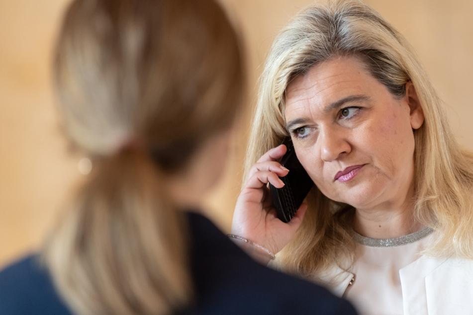 Gesundheitsministerin Melanie Huml (CSU) gibt sich in Sachen Test-Kapazitäten zurückhaltend. (Archiv)