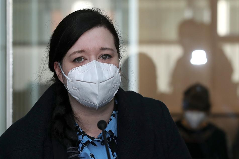 Autorin und Journalistin Karolin Schwarz trat als Sachverständige vor Gericht auf.
