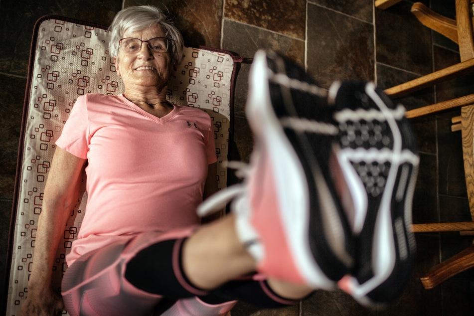 """Eine Influencerin sei sie auf keinen Fall, dann schon eher ein """"Fitness-Junkie"""", sagt Erika Rischko (81) aus dem rheinischen Langenfeld über sich selbst."""
