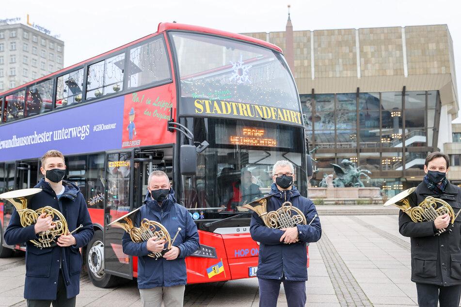 Die Hornisten Simen Fegran, Jochen Pless, Clemens Röger und Bernhard Krug (v.l.n.r.) starteten am heutigen Samstag mit der ersten Bus-Tour.