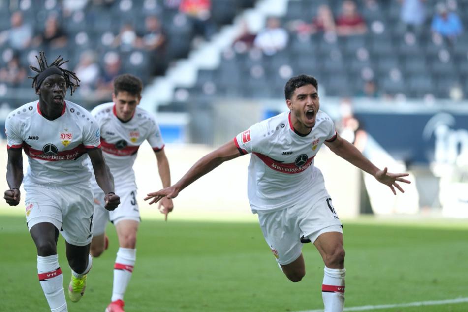 Außer Rand und Band: VfB-Angreifer Omar Marmoush (22, rechts) jubelt nach seinem Last-Minute-Treffer gegen Eintracht Frankfurt.