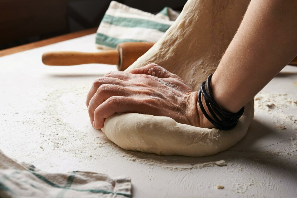 Before the dough is formed into the shape of a pizza base, it must be thoroughly kneaded once again.