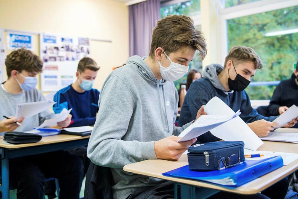 """Masken-Pflicht: Eltern verunsichern Schulleiter mit """"Haftungsschreiben"""""""
