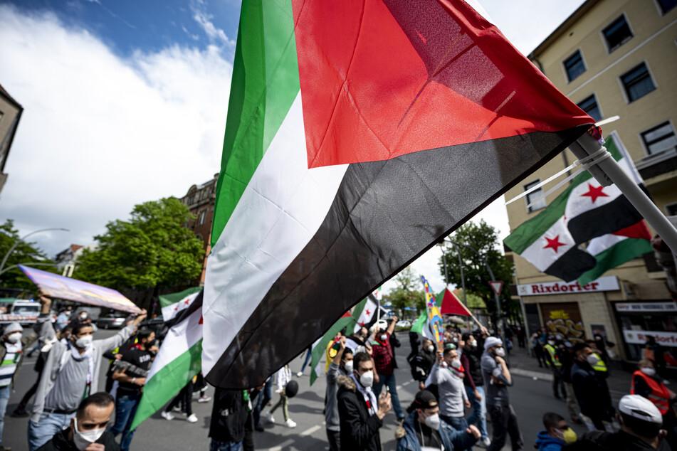 Die Demonstranten zogen vom Hermannplatz zum Rathaus Neukölln.