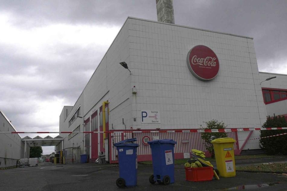 Nach Angaben von Coca-Cola in Köln war der Austritt der Säure am frühen Mittwochmorgen bemerkt worden.