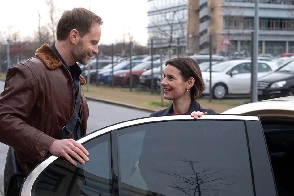 Endlich ein Happy End? Dr. Maria Weber und Dr. Kai Hoffmann ziehen zusammen.