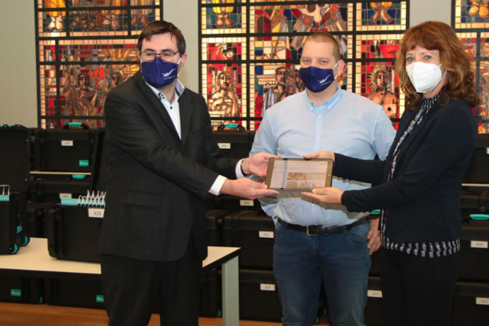 Über 700 Geräte: Zwickau verteilt Tablets an bedürftige Schüler