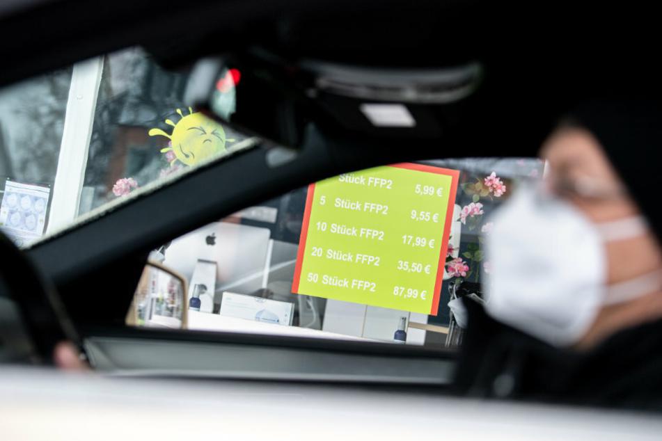 Berlin führt eine Maskenpflicht im Auto ein. (Symbolbild)