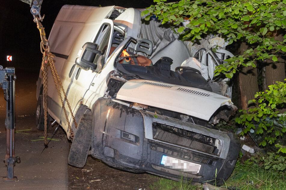 Tödlicher Unfall: Mann wird aus Transporter geschleudert