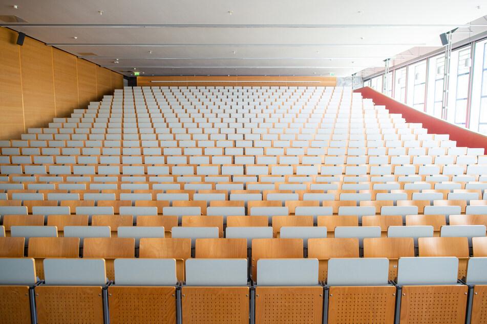 Bald sitzen wieder Studierende in den Hörsälen: Die Universitäten in Sachsen-Anhalt bereiten sich auf einen Präsenzbetrieb im Wintersemester 2021/22 vor.
