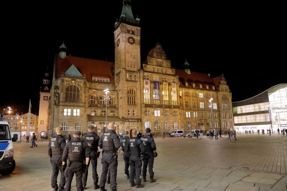 Die Chemnitzer Ordnungshüter bereiten sich auf ein Protest-Wochenende mit hunderten Demonstrierenden vor.