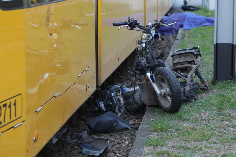 Kradfahrer wird von Straßenbahn erfasst und stirbt