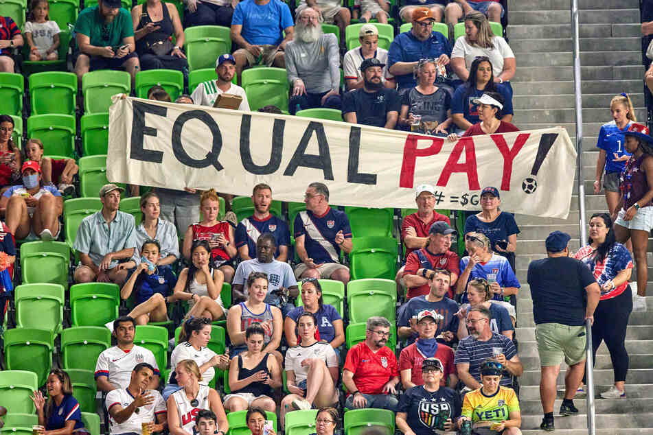 USWNT scores huge win in equal pay battle with US Soccer