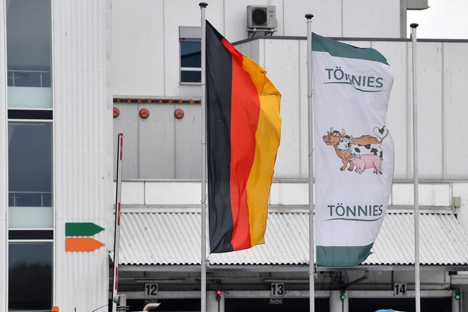 Tönnies-Angestellte aus NRW dürfen vorerst nicht im Schlachthof in Weißenfels (Sachsen-Anhalt) arbeiten.