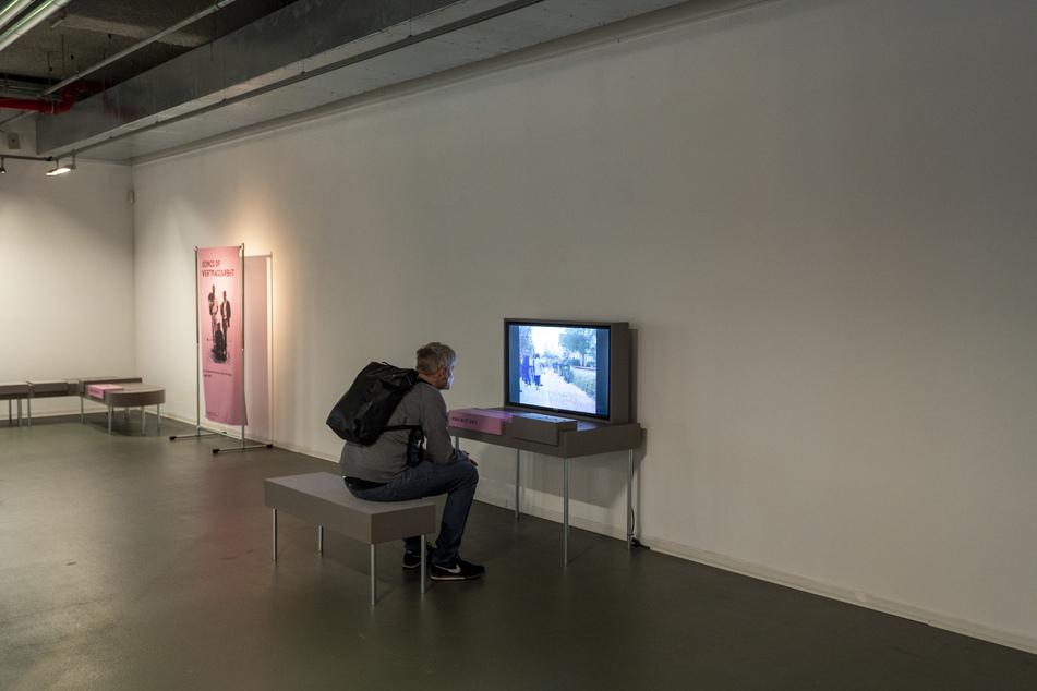 """Neue Ausstellung """"Offener Prozess"""" zur Geschichte des NSU und des Rassismus in der Neuen Sächsischen Galerie: Filme und Plakate zeigen, dass viele Fragen offen sind."""