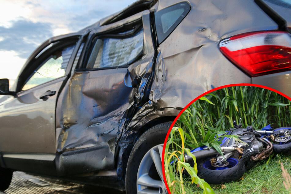 Durch die Wucht des Aufpralls wurde die Seite des Nissans völlig eingedellt.