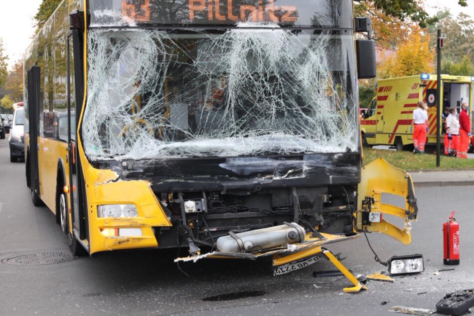 Bus-Unfall in Striesen: Mehrere Personen verletzt