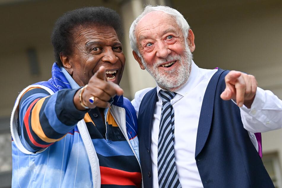 Sänger Roberto Blanco (84,l), und Komiker Dieter Hallervorden arbeiten in der neuen Spielzeit im Schlosspark Theater Berlin zusammen.