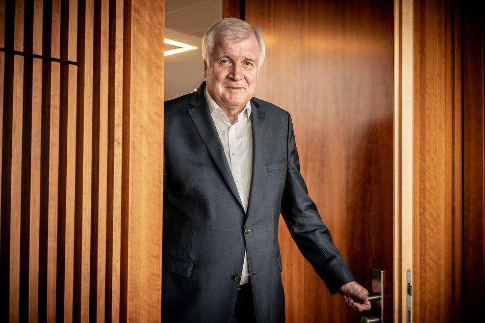 Bundesinnenminister Horst Seehofer (71, CSU) hat seine Corona-Infektion gut überstanden.