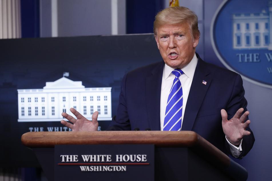 Coronavirus: Trump überlegt, Menschen Desinfektionsmittel zu spritzen