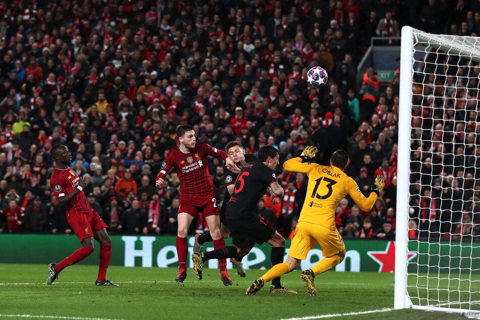 Das Champions-League-Spiele zwischen dem FC Liverpool und Atletico Madrid. Hat es etwas mit Corona-Todesfällen zu tun?