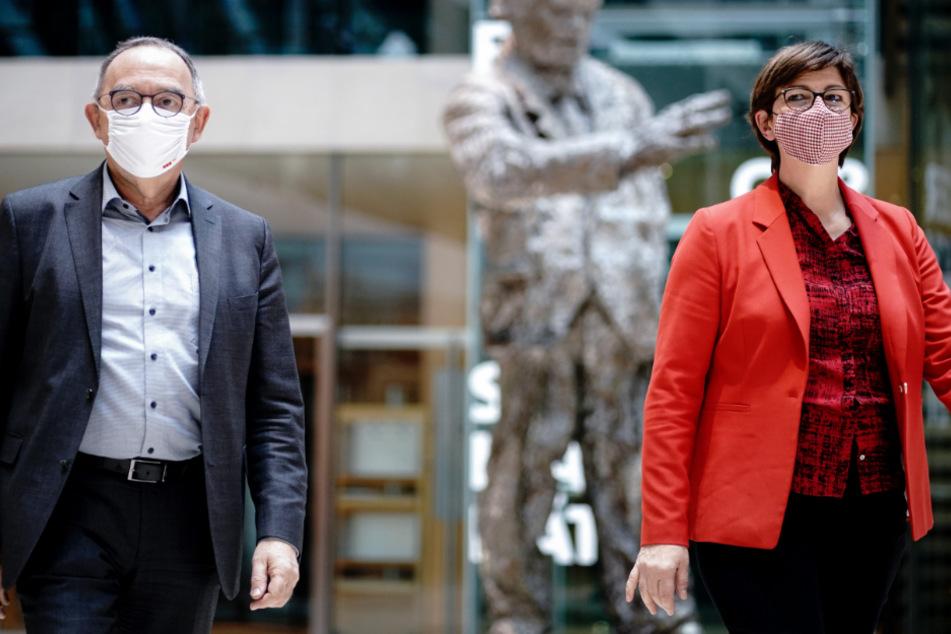 SPD-Parteichefs Norbert Walter-Borjans (68) und Saskia Esken (59).