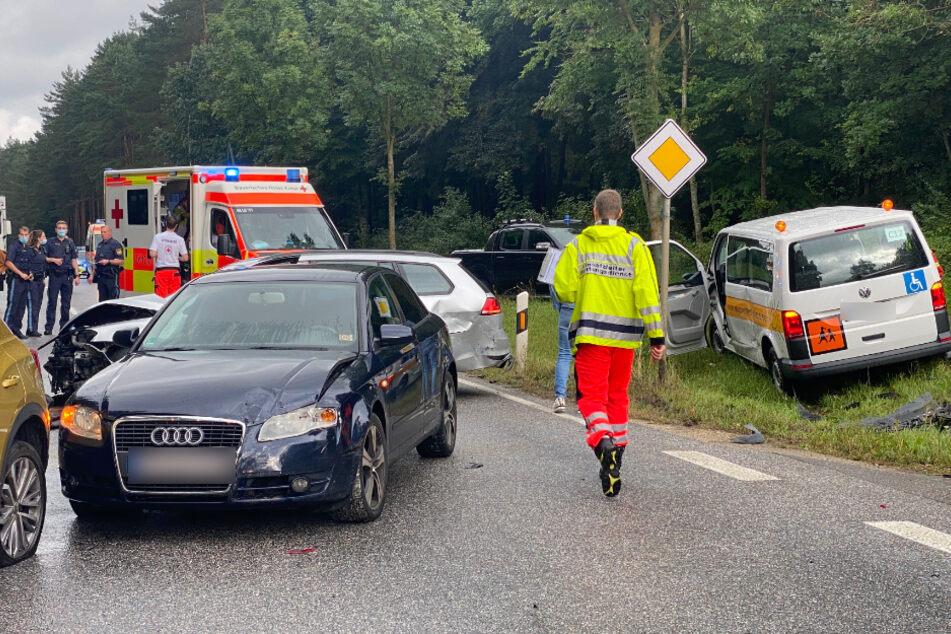 Bei einem Unfall mit einem Kleinbus ist Niederbayern wurden zahlreiche Menschen verletzt.