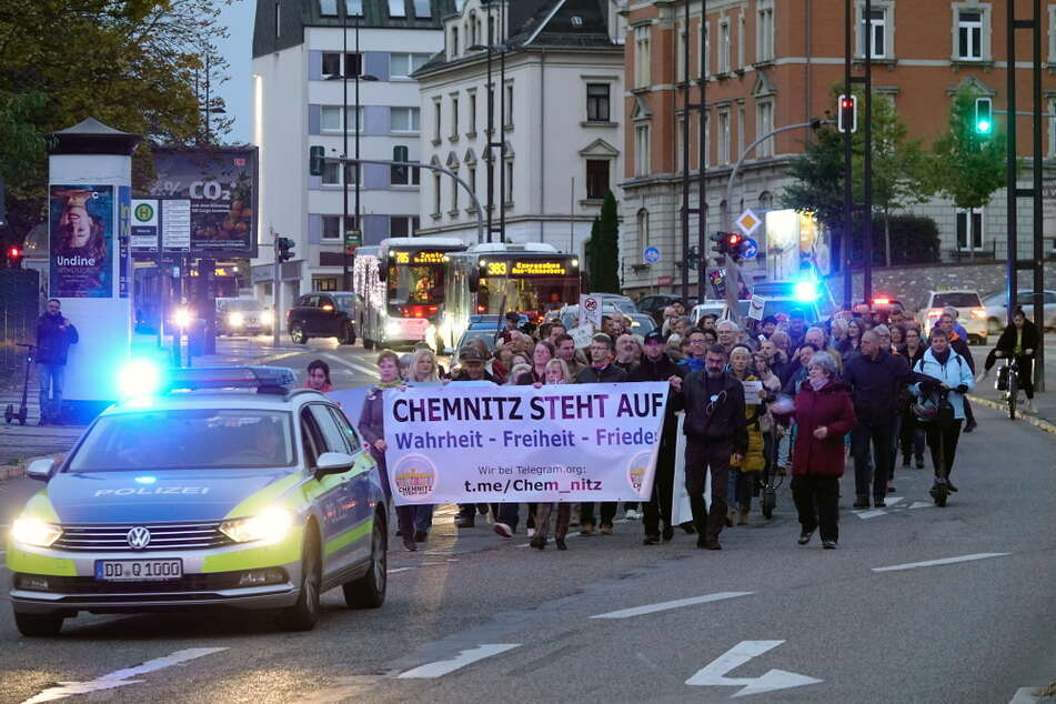 Etliche Gegner der Corona-Maßnahmen demonstrierten am Montag in der Chemnitzer Innenstadt.