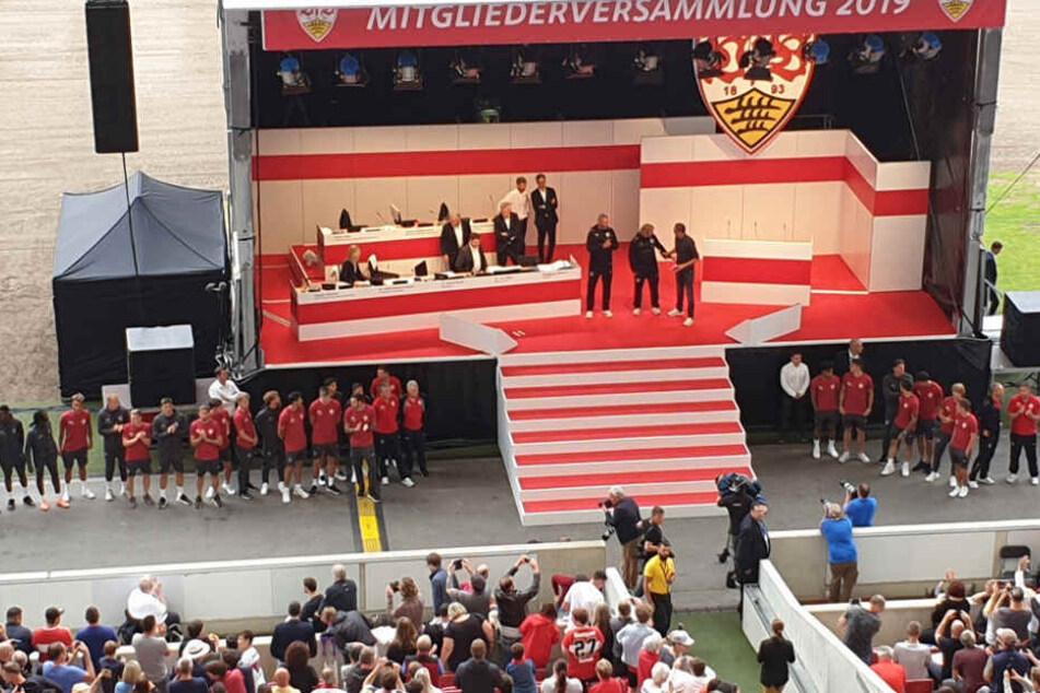 Die Deutsche Fußball Liga (DFL) dementierte die Aussage Wolfgang Dietrichs von der VfB-Mitgliederversammlung am vergangenen Sonntag.