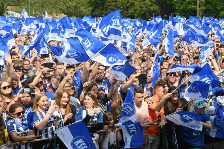 Die Fans des Karlsruher SC stellen für die kommende Saison eine zweite Mannschaft auf die Beine.
